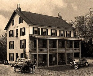 Riegelsville, Pennsylvania - The Riegelsville Inn in black and white