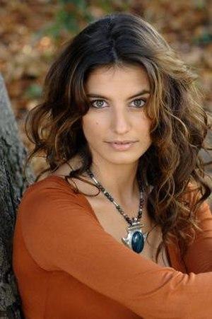 Plus belle la vie - Lætitia Milot, candidate of Danse avec les stars as Mélanie Rinato