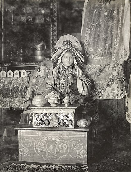 Photograph (1900) of the Maharani of Sikkim. Sikkim was under the suzerainty of the Provincial government of Bengal; its ruler received a 15-gun salute. Maharani sikkim1900.jpg