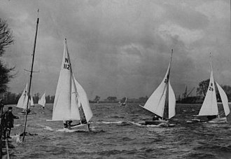 National 12 - National 12s sailing at Ranelagh sailing club in the 1930s