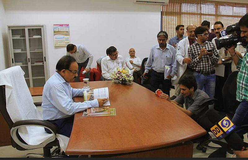 File:Former health minister of india, Dr Harsh Vardhan at AIIMS Bhopal.jpeg