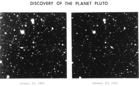 The same area of night sky with stars, shown twice, side by side. One of the bright points, located with an arrow, changes position between the two images.
