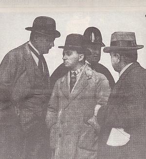 Squizzy Taylor - Squizzy Taylor surrenders to the police in September 1922