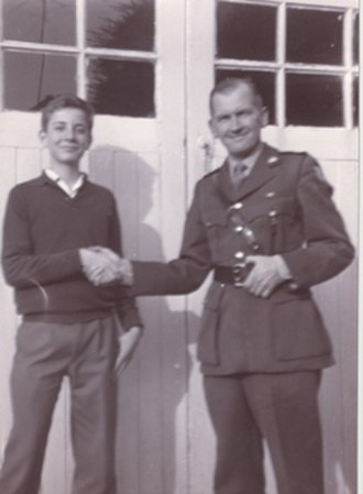 Hugo O'Donnell, 7th Duke of Tetuan - O'Donnell as a teenager in 1963 with Commandant Patrick O'Donnell