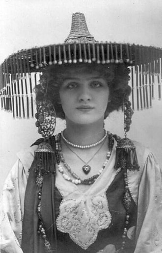 A Chinese Honeymoon - Elsie joined the cast in 1903