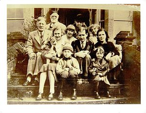 Spike Hughes - Meacham, Gunn, Hughes and Wood family pictured in 1935. Spike Hughes is middle of third row
