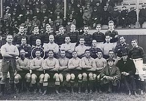 Bill Schultz (Australian rugby league player) - Schultz seated 6th from left with the 1921-22 Kangaroos .