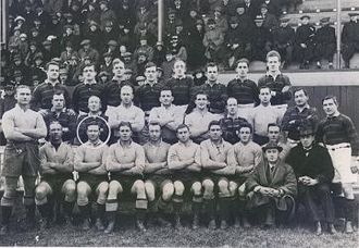 Les Cubitt - Cubitt seated right in hat with the 1921-22 Kangaroos .