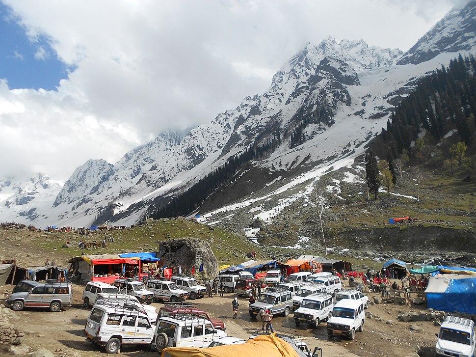 Thajiwas glacier parking