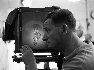 Erwin Blumenfeld - Blumenfeld photographing Sophie Malgat, photographed by Gordon Parks, 1950