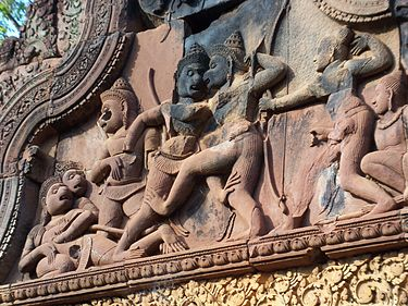 A stone bas-relief at Banteay Srei in Cambodia depicts the combat between Vali and Sugriva (middle). To the right, Rama fires his bow. To the left, Vali lies dying. Stone bas relief at Banteay Srei in Cambodia.jpg