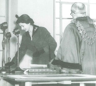 Aston University - The Queen opening the Main Building at Gosta Green in 1955.