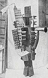 Diseño de vestuario de Pablo Picasso que representa rascacielos y bulevares, para el desfile de los Ballets Rusos de Serge Diaghilev en el Théâtre du Châtelet, París 18 de mayo de 1917.jpg