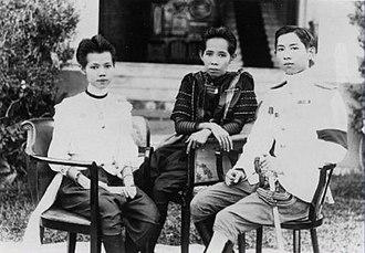 Mahidol Adulyadej - Prince Mahidol Adulyadej with his sister Princess Valaya Alongkorn and his mother, Queen Sri Savarindira (Savang Vadhana).