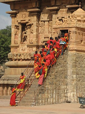 Dakshinamurthy - Worshipers at Dakshinamurthy temple at Brihadeeswarar temple