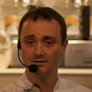 Jason Atherton - Jason Atherton at a cooking show.