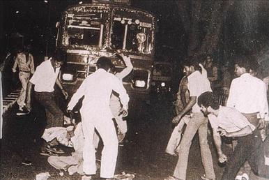 Sikh man surrounded 1984 pogroms