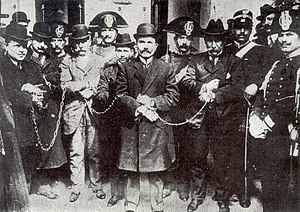 Enrico Alfano - Alfano (in the middle) at the Cuocolo trial in Viterbo in 1911