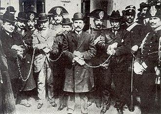 Enrico Alfano - Alfano (in the middle) at the Cuocolo trial in Viterbo in 1911