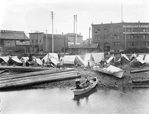 History of Squamish and Tsleil-Waututh longshoremen, 1863–1963 - Indigenous encampment at Alexander and the foot of Columbia Street, Vancouver 1898. Note the log booms on beach.