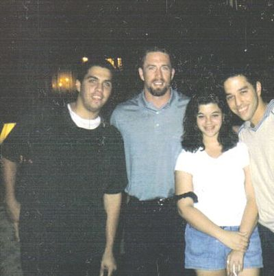 Bagwell posing with a group of fans Jeff Bagwell2.jpg