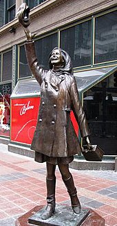 A statue, designed by Gwen Gillen, at Nicollet Mall in Minneapolis replicates the hat-tossing image that opened The Mary Tyler Moore Show.