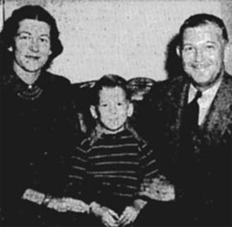 Charles Plumb (cartoonist) - Charles Plumb with his wife and son Peter in Joplin, Missouri in 1943.