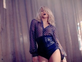 Addicted to You (Shakira song) - Image: Shakira Addicted to You Music video screenshot