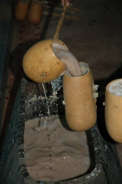 File:Mbege being poured.jpg