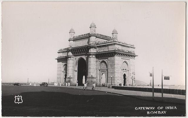 File:Vintage Postcard of Gateway of India jpg - Wikipedia