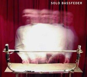 Solo Bassfeder - Image: EN Bassfeder front