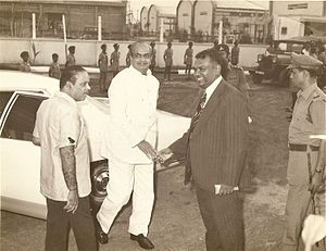 H. S. S. Lawrence - Receiving Governor of Tamil Nadu, Shri Mohan Lal Sukhadia at his eldest daughter's wedding