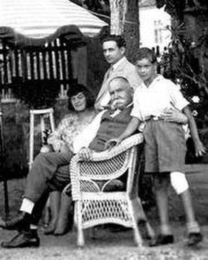 Nikola Uzunović - Uzunović with his family