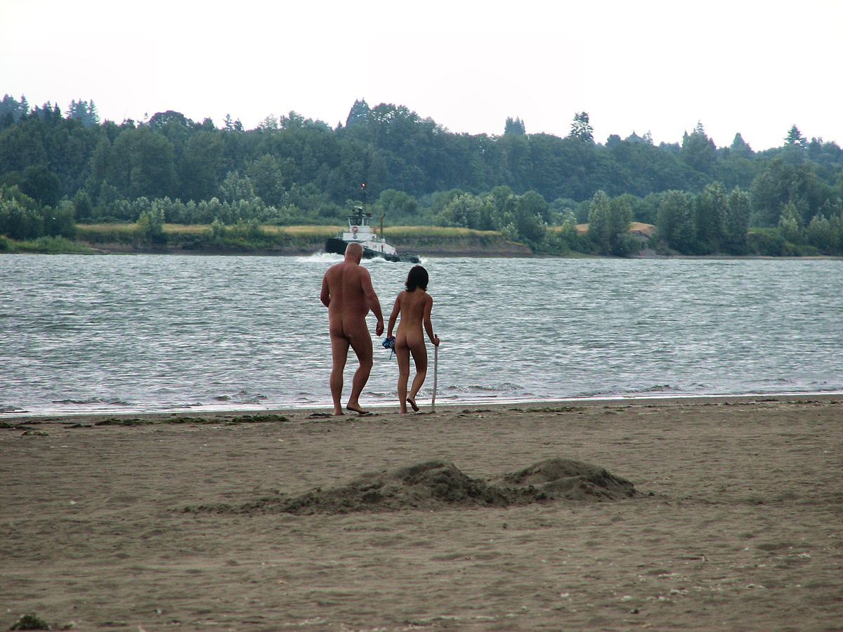 Dad on beach and daughter Naked