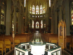 Cathedral Basilica of the Assumption (Covington, Kentucky) - St. Mary's Cathedral Basilica of the Assumption interior in 2006