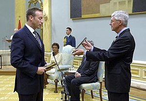 Oath of Allegiance (Canada) - Peter MacKay (left) reciting the Oath of Allegiance, as administered by Kevin G. Lynch (right), Clerk of the Privy Council, and in the presence of Governor General Michaëlle Jean (seated, centre), at Rideau Hall, 14 August 2007