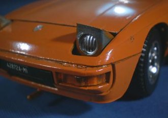 Mebetoys - The front fender corner of the 1:24 scale Porsche 924. From a few inches distance, proportion and detail were well executed, but up close casting and flashing irregularities, presumably after tumbling the diecast pieces, were evident.