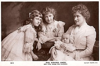 Cyril Maude - Winifred Emery with her children, c.1901