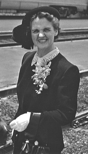 Ava Helen Pauling - Ava Helen Pauling, Pasadena, California (1948)