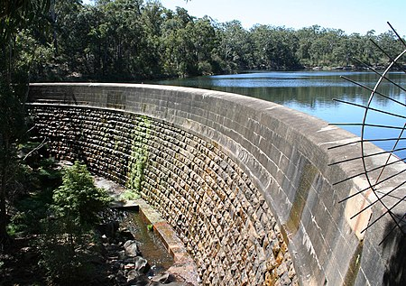 Masonry arch wall, Parramatta, New South Wales, the first engineered dam built in Australia Lake Parramatta,New South Wales.jpg