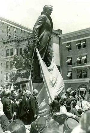 Taras Shevchenko Memorial - Former U.S. President Dwight D. Eisenhower unveiling the statue.