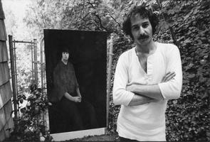 Anderle neben seinem Gemälde von Brian Wilson