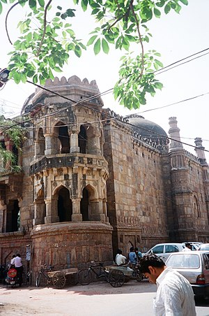 Moth ki Masjid - Image: Double storyed corner tower of Moth Ki Masjid