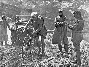 Henri Desgrange - Henri Desgrange (2nd from right) TdF 1913