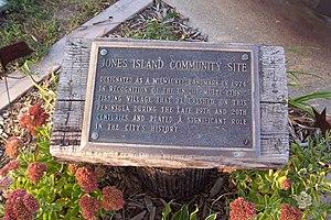 Jones Island, Milwaukee - Memorial plaque at Kaszube's Park.