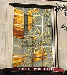 Eine schmiedeeiserne lebensgroße Fassade des legendären Stahlarbeiters Joe Magarac in der Innenstadt von Pittsburgh
