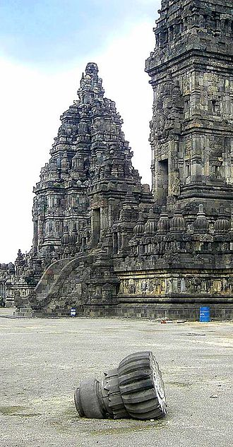 2006 Yogyakarta earthquake - A fallen pinnacle from the damaged Prambanan temple