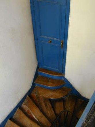 Rue de la Harpe - Image: Rue de la Harpe 35 stair doorway jms