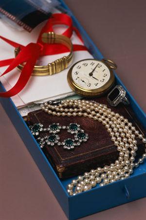 Estate jewelry - Image: Vintagejewelry