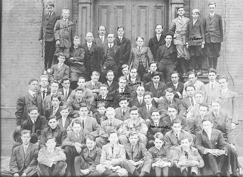 HGS Student Body 1911 12.jpg